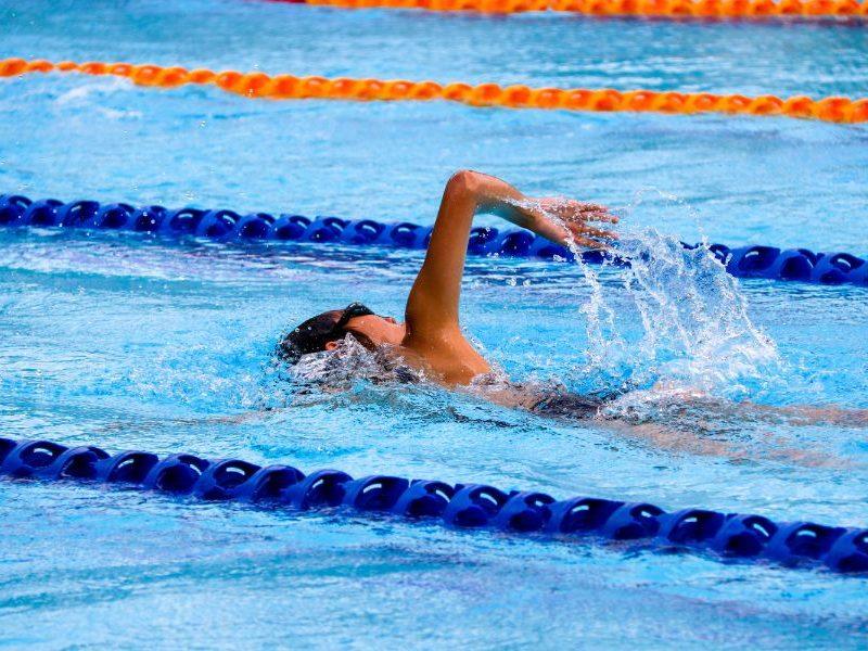 Prečo začať s plávaním? Pomáha uvoľňovať stres a zlepšuje spánok